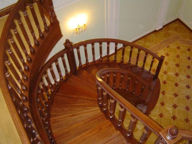 Деревянная лестница под ключ D 1010