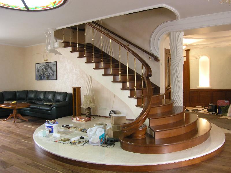 Деревянная лестница под ключ D 1016