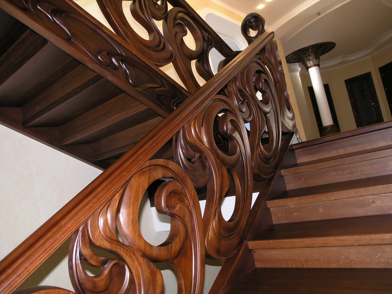 Деревянная лестница под ключ D 1017
