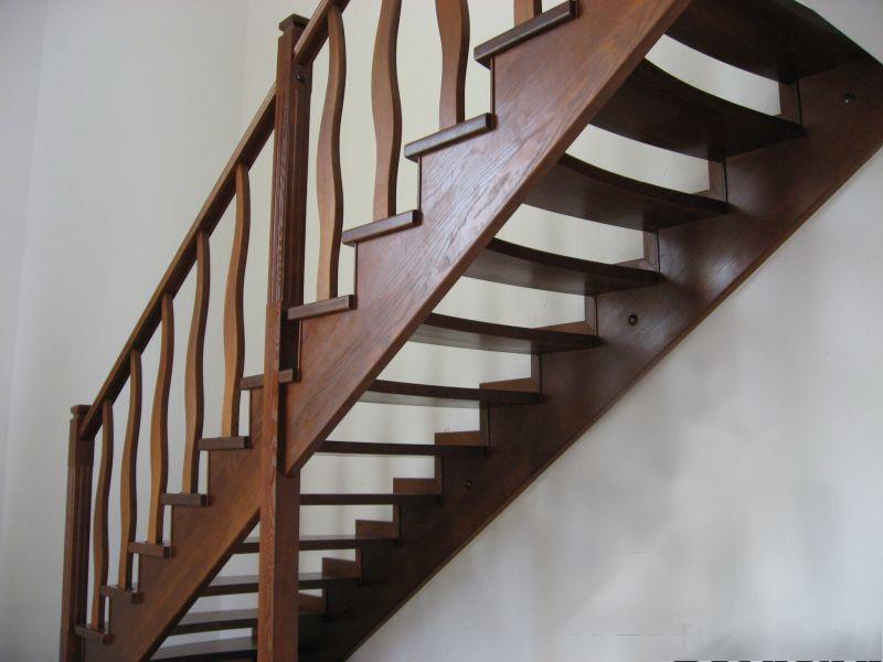 Деревянная лестница под ключ D 1019