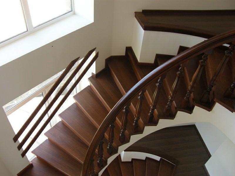 Деревянная лестница под ключ D 1026