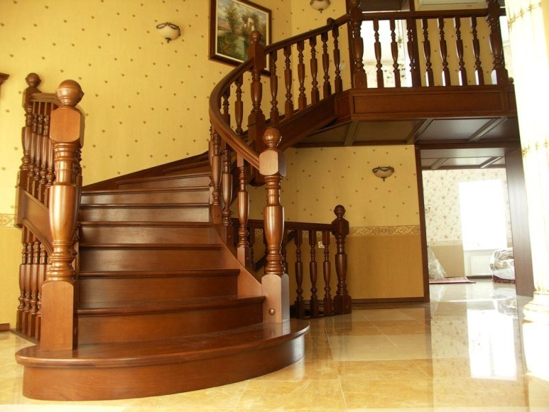 Деревянная лестница под ключ D 1036