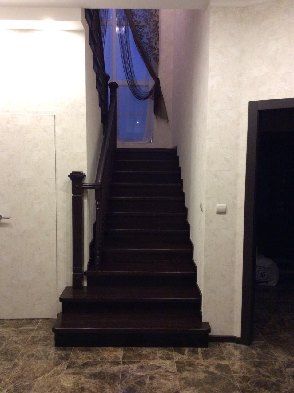 Деревянная лестница под ключ D 1045