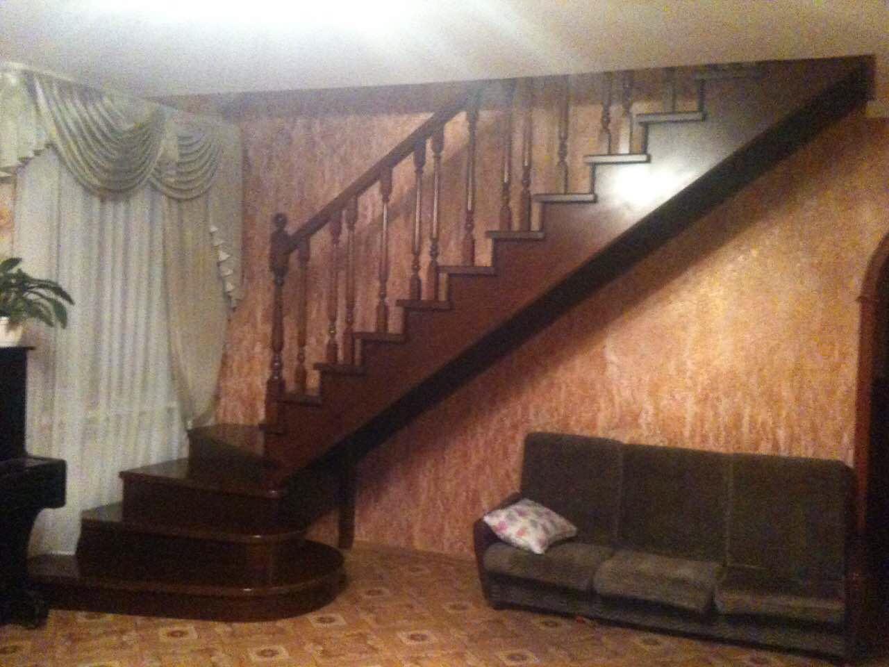 Деревянная лестница под ключ D 1051