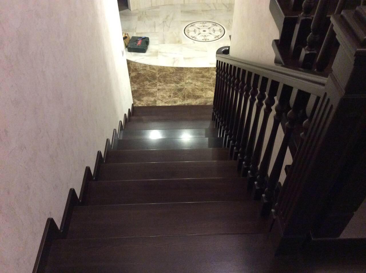 Деревянная лестница под ключ D 1056