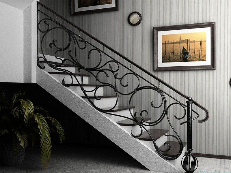 Деревянная лестница с коваными перилами К 1006
