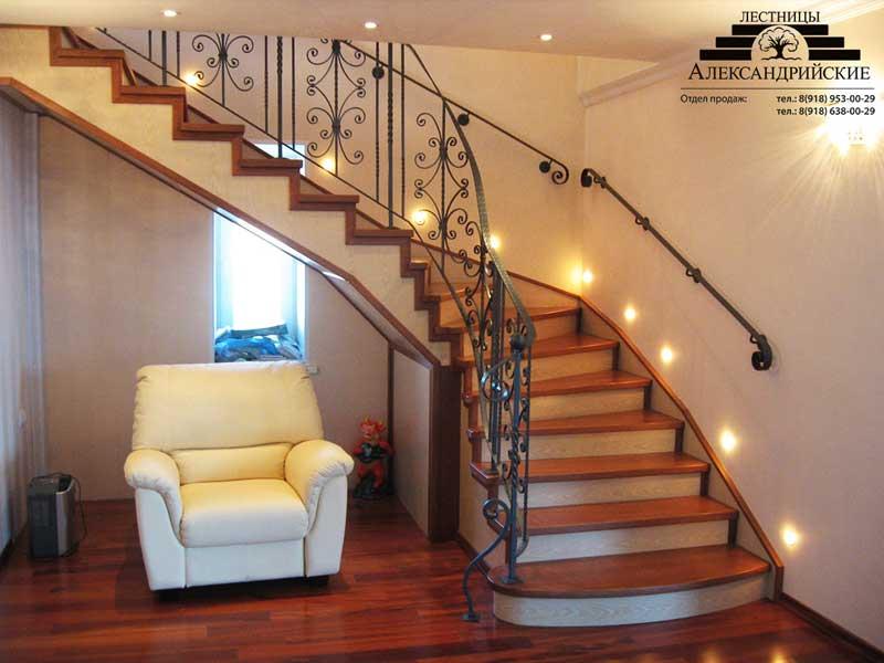 Деревянная лестница с коваными перилами К 1011
