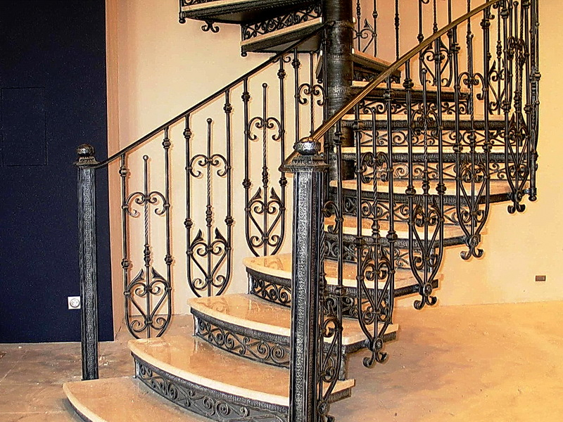 Кованая каркасная лестница N 3-4049