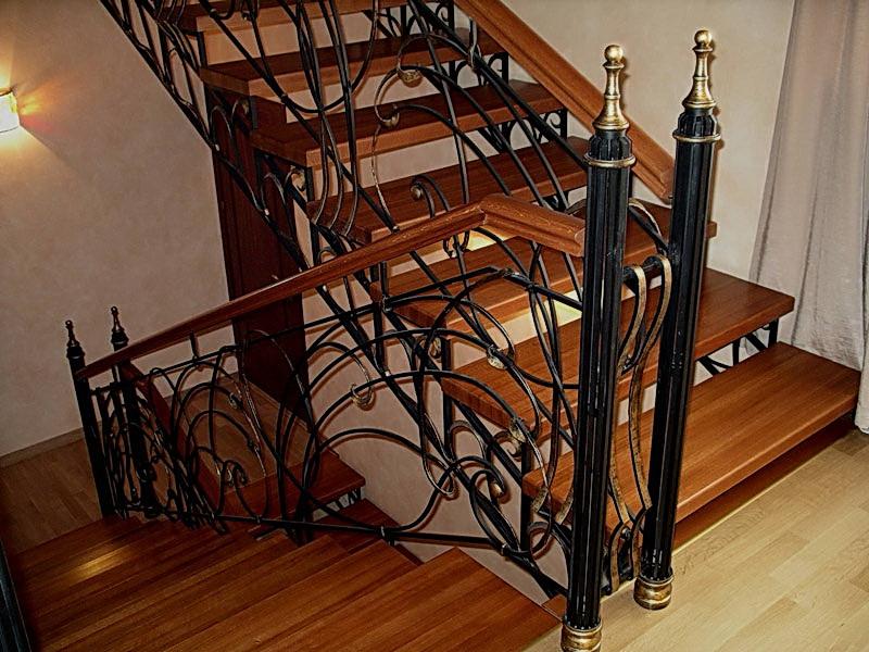 Кованая каркасная лестница N 3-4070