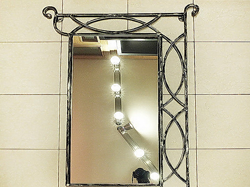 Кованое зеркало N 19016