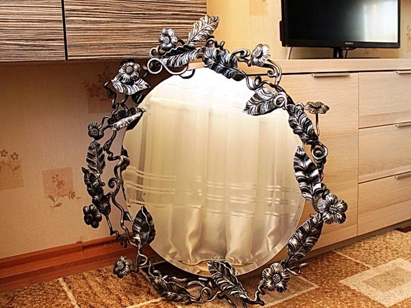 Кованое зеркало N 19073