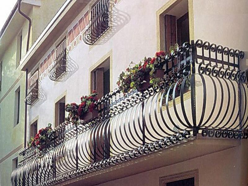 Кованые балконные ограждения N 4063