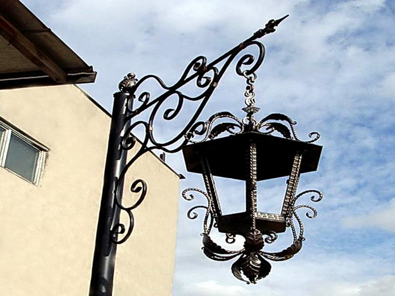 Кованый фонарь N 10040