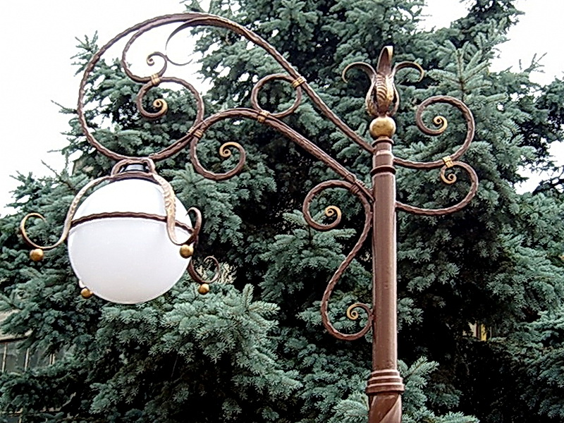 Кованый фонарь N 10053