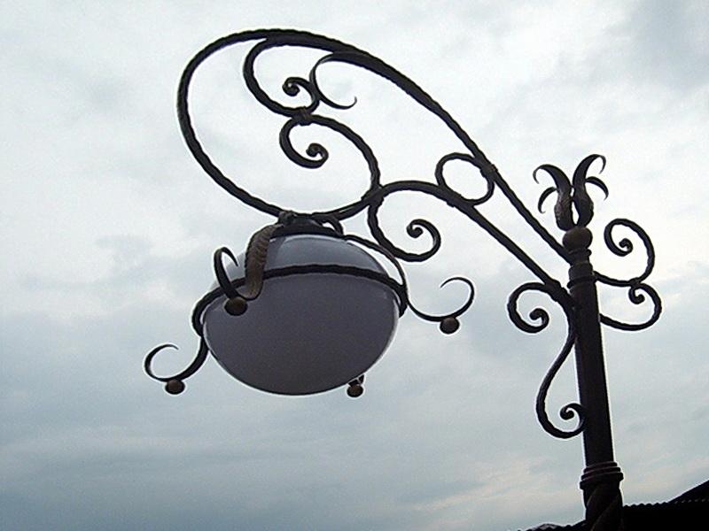 Кованый фонарь N 10054