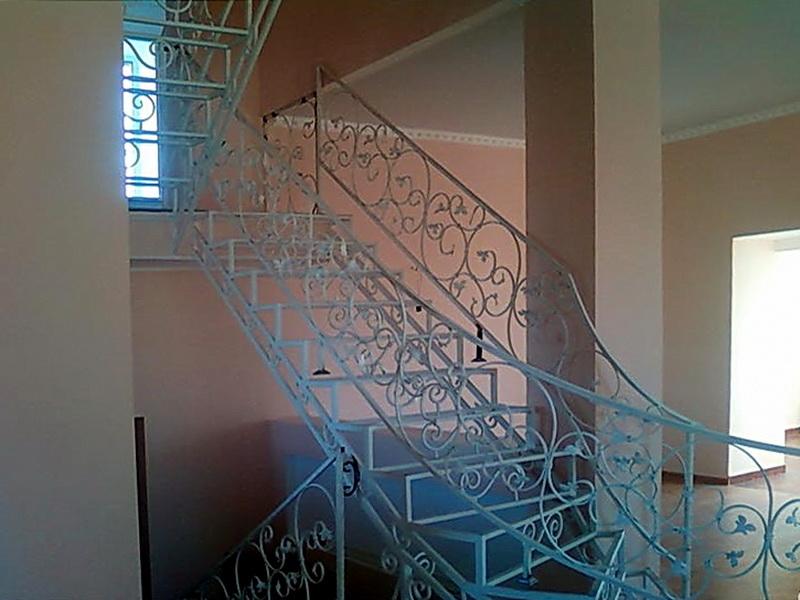 Кованая каркасная лестница N 3-4006