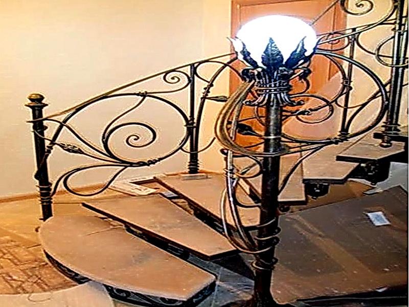Кованая каркасная лестница N 3-4007