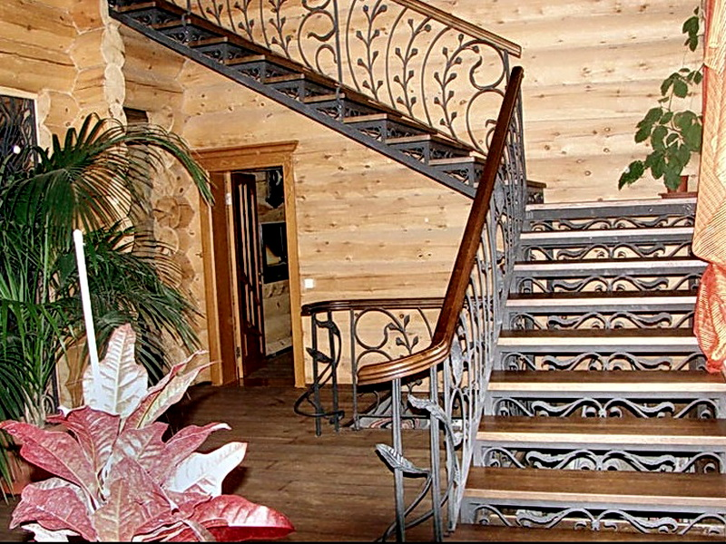 Кованая каркасная лестница N 3-4008