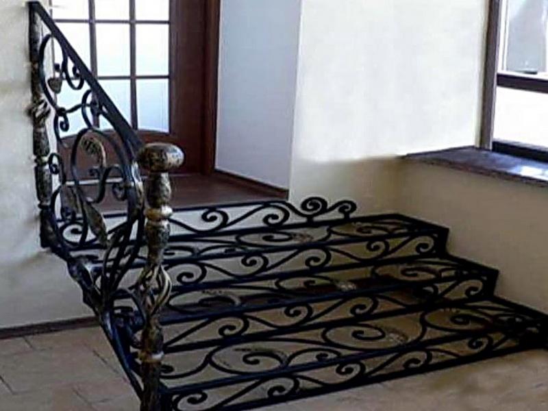 Кованая каркасная лестница N 3-4009