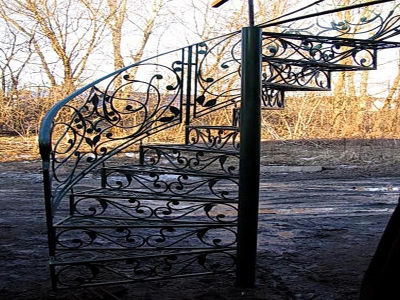 Кованая каркасная лестница N 3-4010