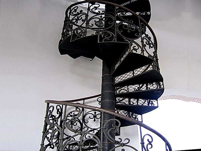Кованая каркасная лестница N 3-4011