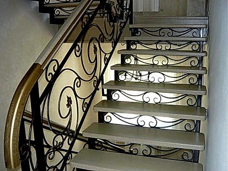 Кованая каркасная лестница N 3-4019