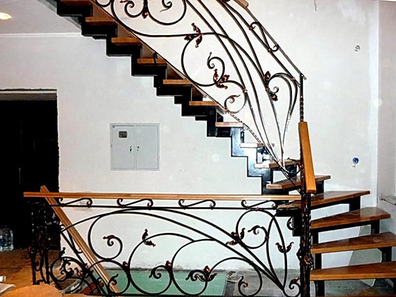 Кованая каркасная лестница N 3-4025