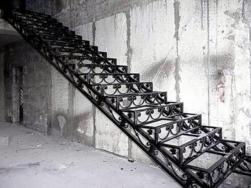 Кованая каркасная лестница N 3-4027