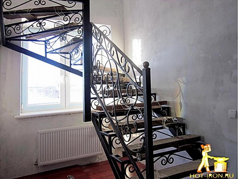 Кованая каркасная лестница N 3-4037
