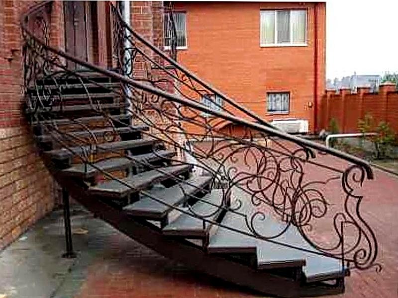 Кованая каркасная лестница N 3-4040