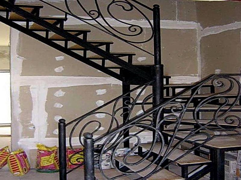 Кованая каркасная лестница N 3-4042
