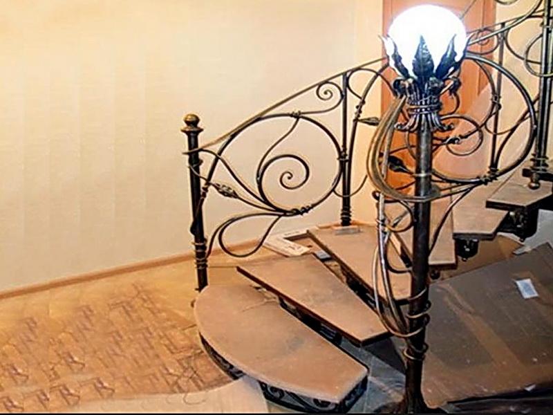 Кованая каркасная лестница N 3-4044
