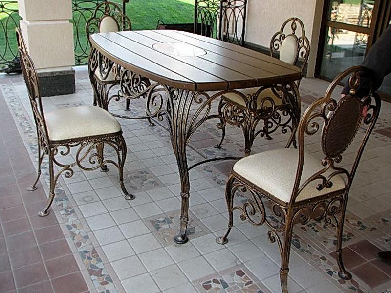 Кованый стол N 10805