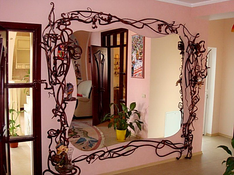 Кованое зеркало N 19020