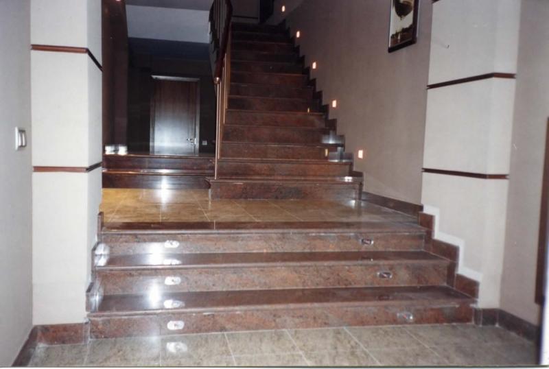 Лестница из гранита G 1003
