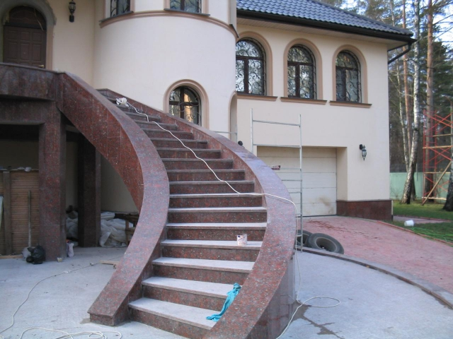 Лестница из гранита G 1012