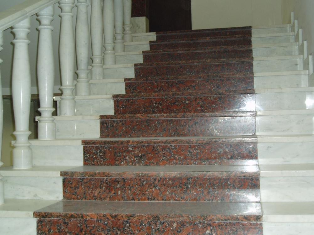 Лестница из гранита G 1015