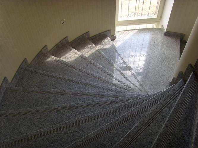 Лестница из гранита G 1020