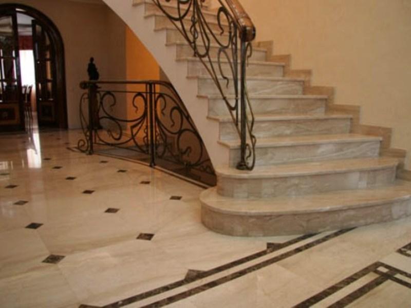 Лестница из камня с элементами ковки К 1010