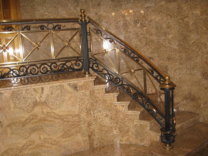 Лестница из камня с элементами ковки К 1011