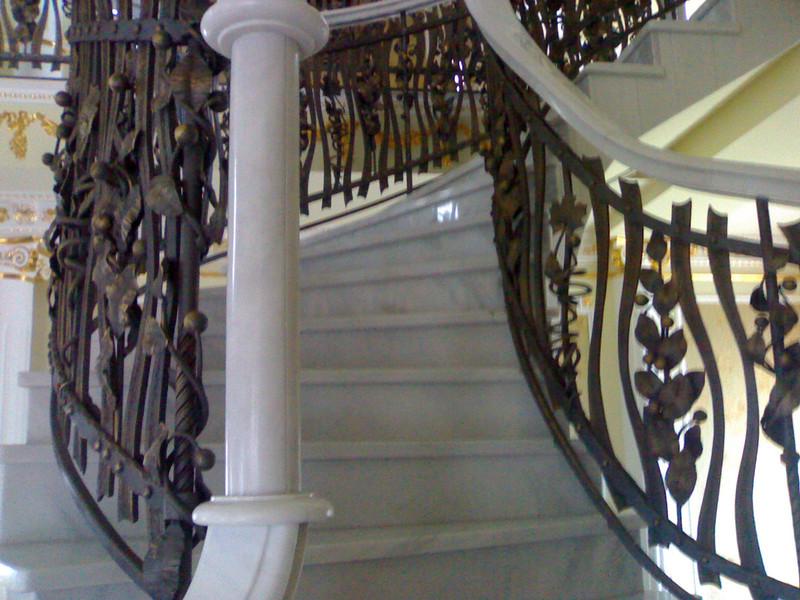 Лестница из камня с элементами ковки К 1015