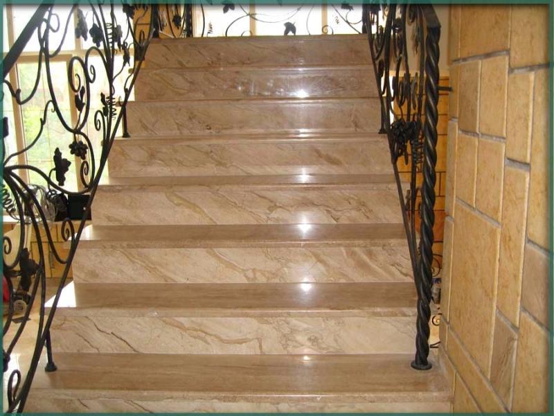 Лестница из камня с элементами ковки К 1018