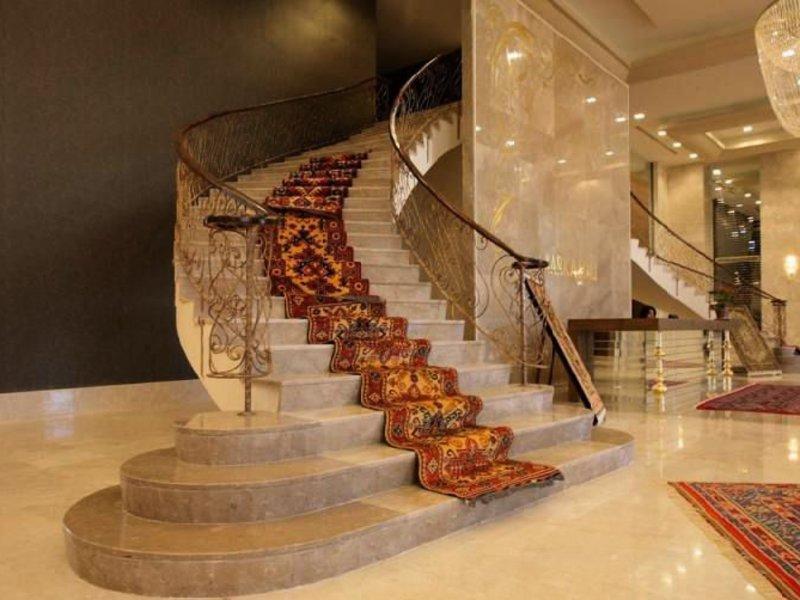 Лестница из камня с элементами ковки К 1022