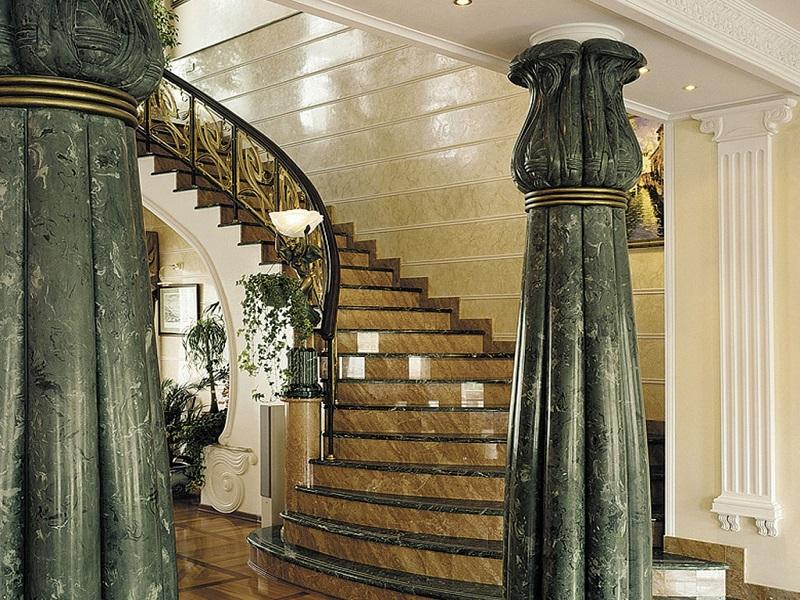 Лестница из камня с элементами ковки К 1028