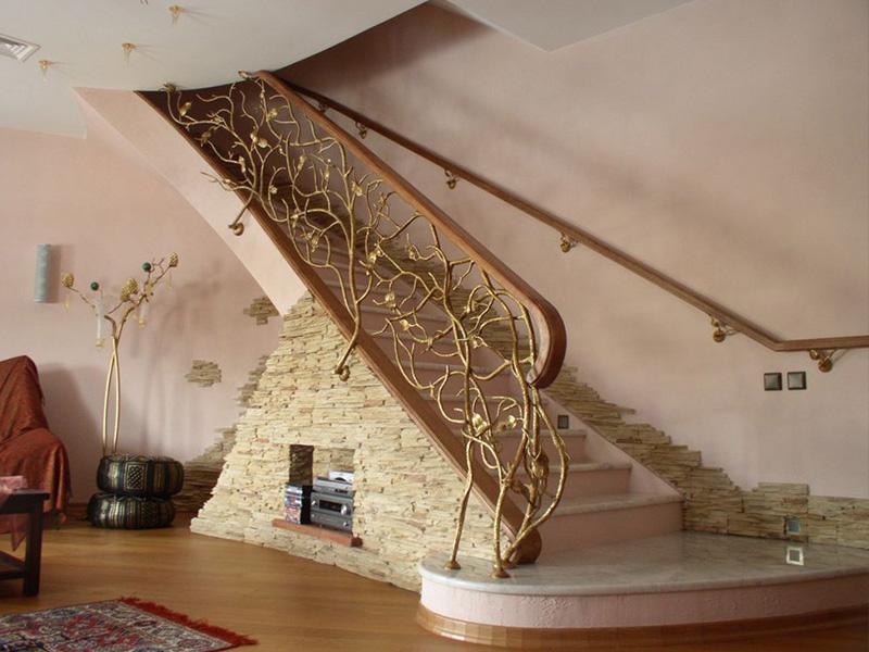 Лестница из камня с элементами ковки К 1029