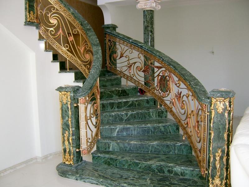 Лестница из камня с элементами ковки К 1034