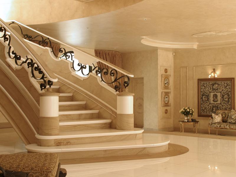 Лестница из камня с элементами ковки К 1037