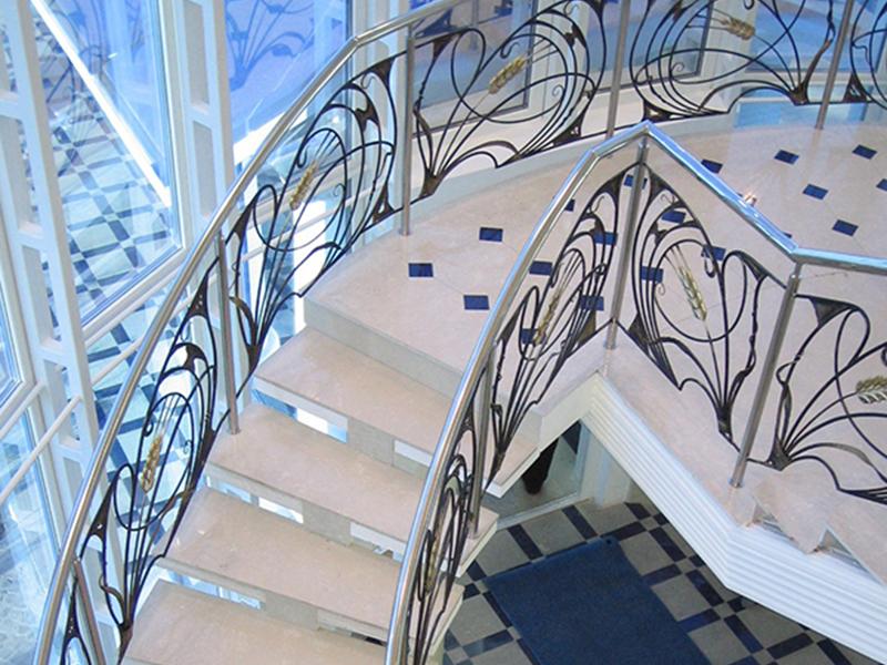 Лестница из камня с элементами ковки К 1039