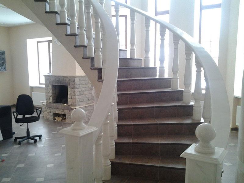 Лестница из мрамора M 1042