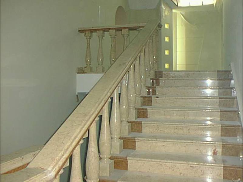 Лестница из мрамора M 1044